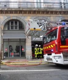 actualit besancon d but d 39 incendie dans un magasin de besan on 26 01 2012. Black Bedroom Furniture Sets. Home Design Ideas